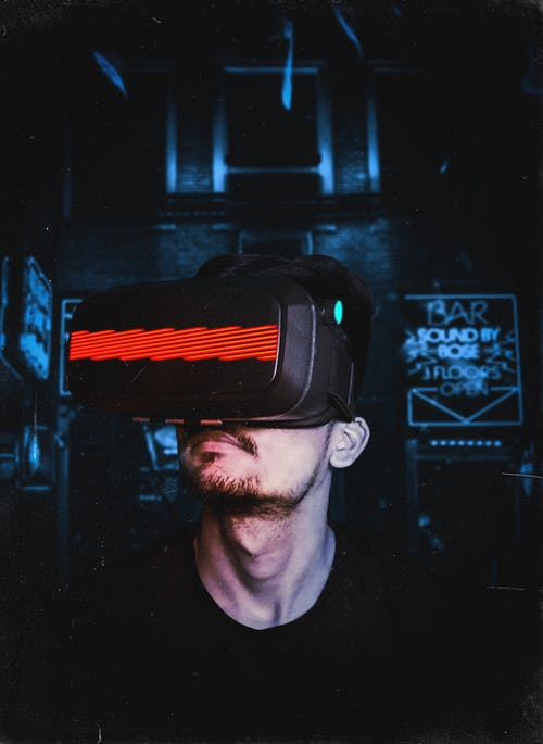 Fotos de stock gratuitas de adentro, adulto, barba, casco de realidad virtual