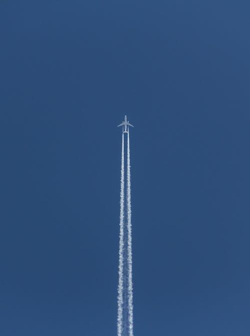 Fotobanka sbezplatnými fotkami na tému lietadlo, modrá, obloha, symetria