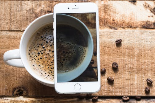 Základová fotografie zdarma na téma chytrý telefon, dřevěný, espreso, horko