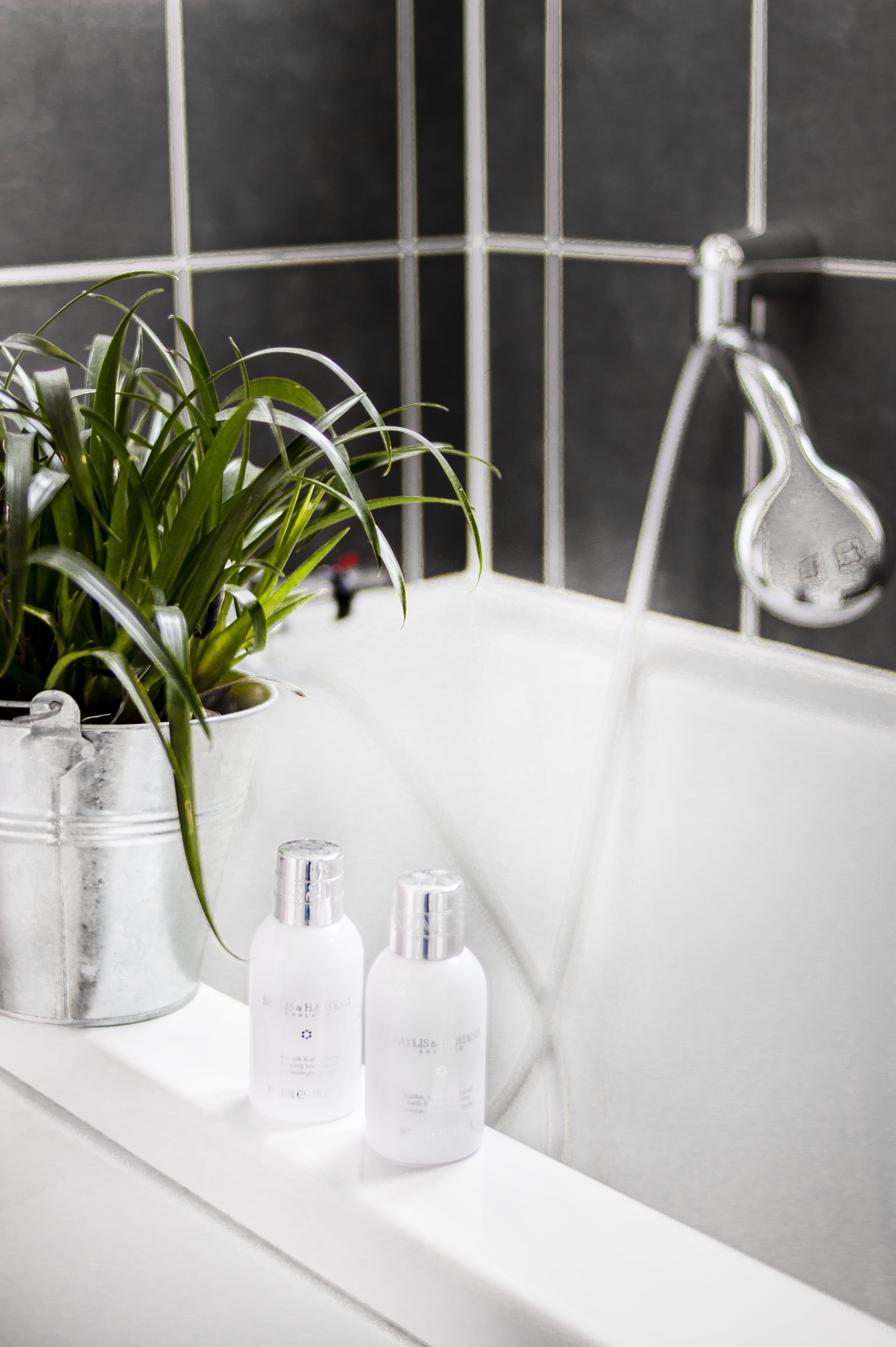 Kostenloses Stock Foto zu badewanne, badezimmer, design, drinnen