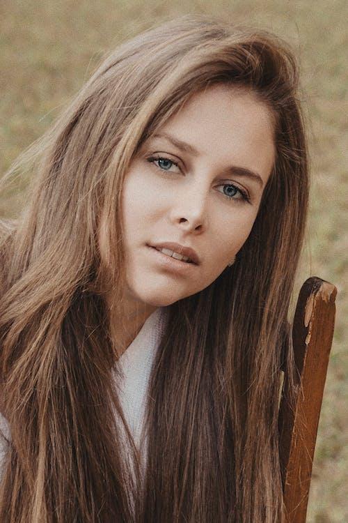 Безкоштовне стокове фото на тему «блакитні очі, блондинка, великий план, волосина»