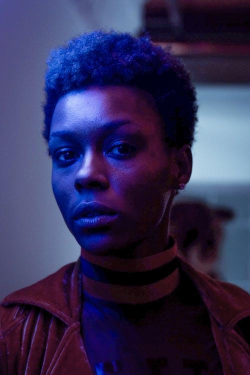 Kostnadsfri bild av afroamerikan, ansiktsuttryck, blå, fotografering