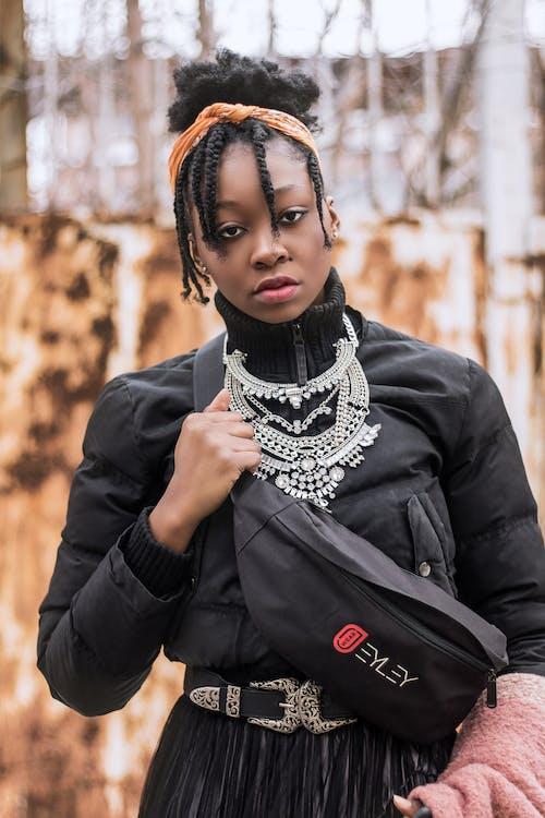 afrykanin, afrykańska kobieta, biżuteria