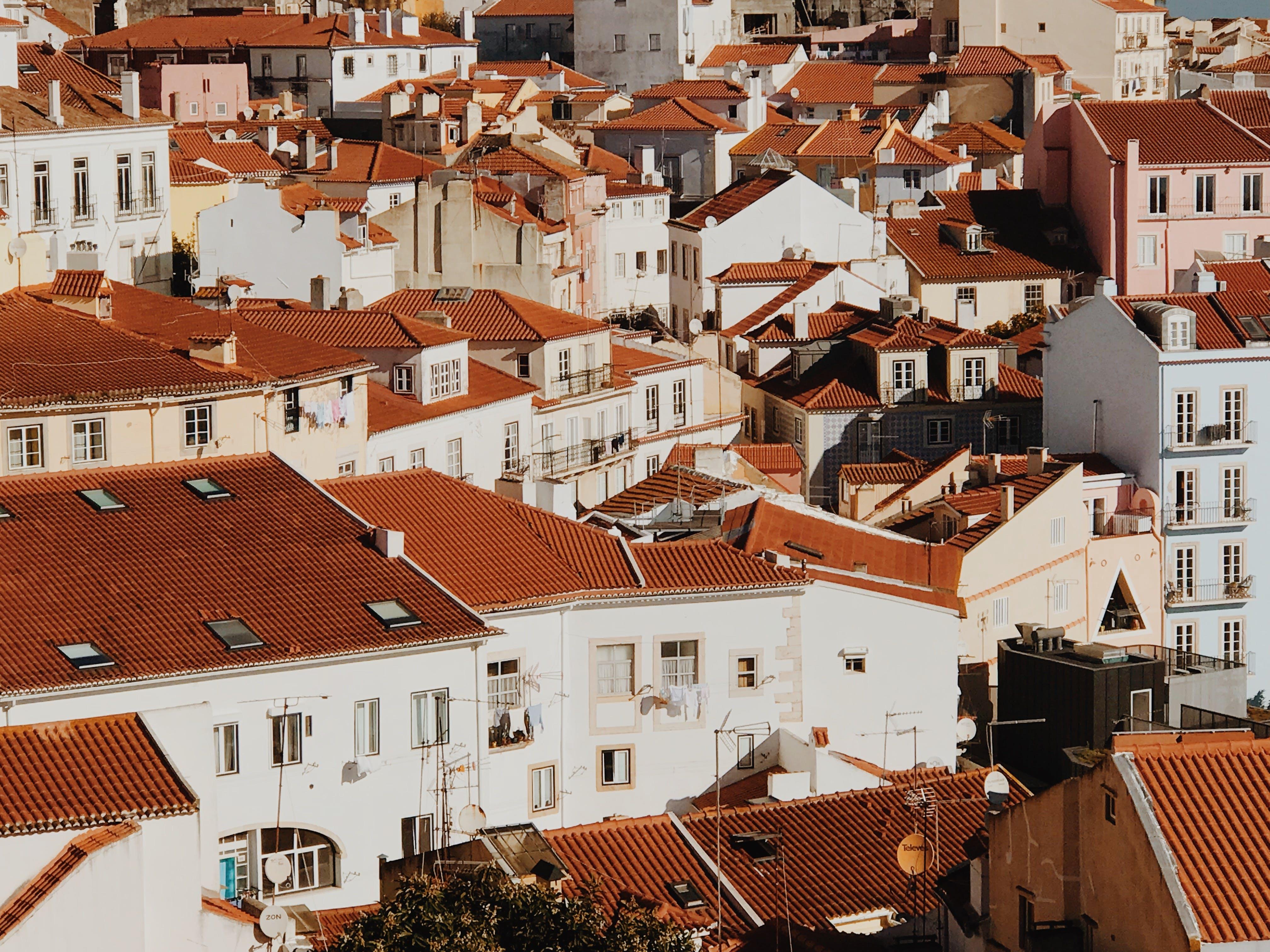 Foto profissional grátis de arquitetura, cobertura, edifícios, janelas