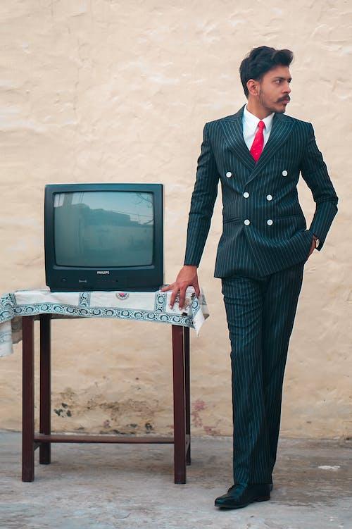 Gratis stockfoto met edelman, face man mobilechallenge model outdoorchallenge, fotomodel, houding