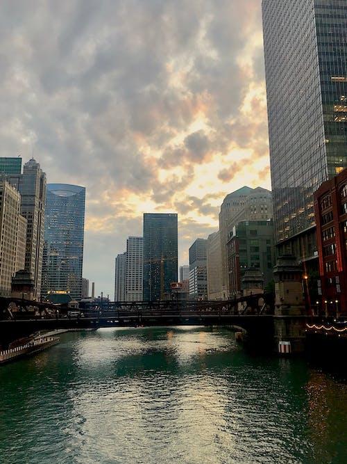 Základová fotografie zdarma na téma chicago, downtown chicago, mraky, řeka chicago
