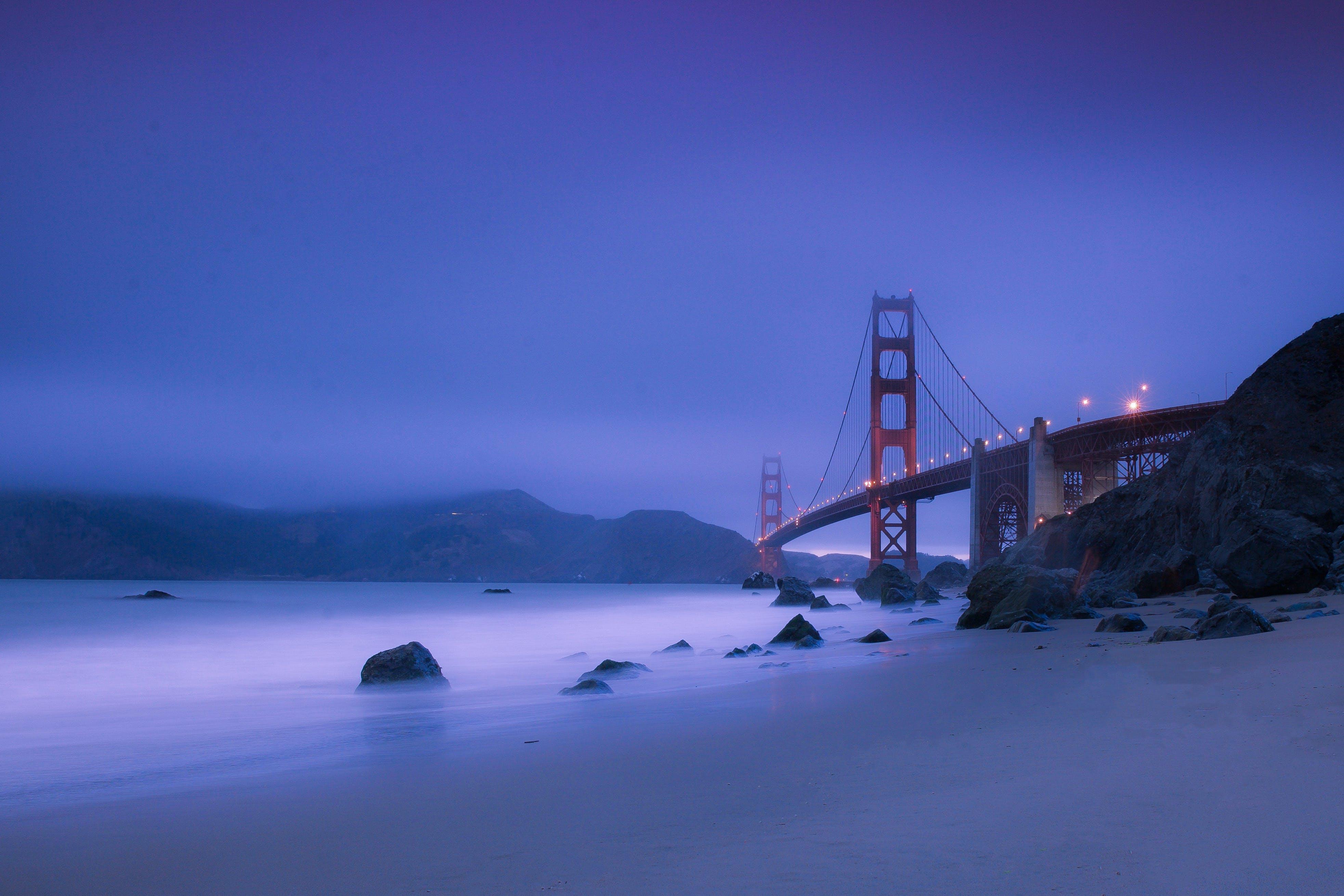 Gratis arkivbilde med bro, daggry, disig, dunkel