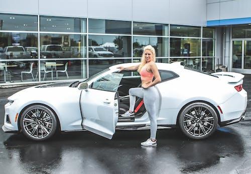Ingyenes stockfotó áll, álló, autó, gyönyörű nő témában