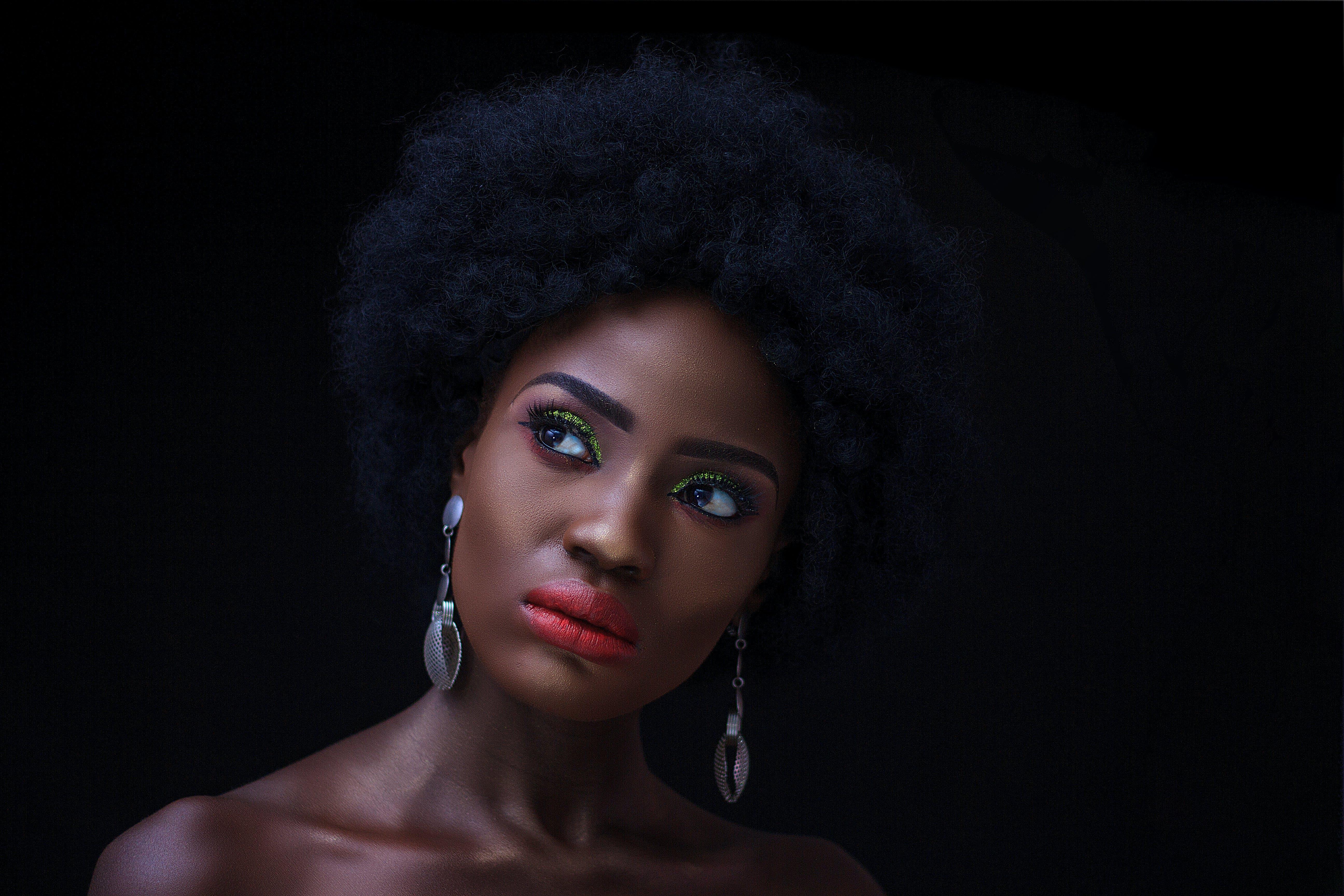 Foto d'estoc gratuïta de accessori, adult, afro, arracades