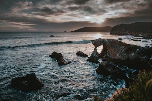 경치가 좋은, 바다, 바다 경치, 바위의 무료 스톡 사진
