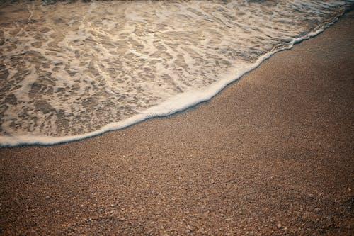 Photos gratuites de bord de l'océan, bord de mer, bulles, eau