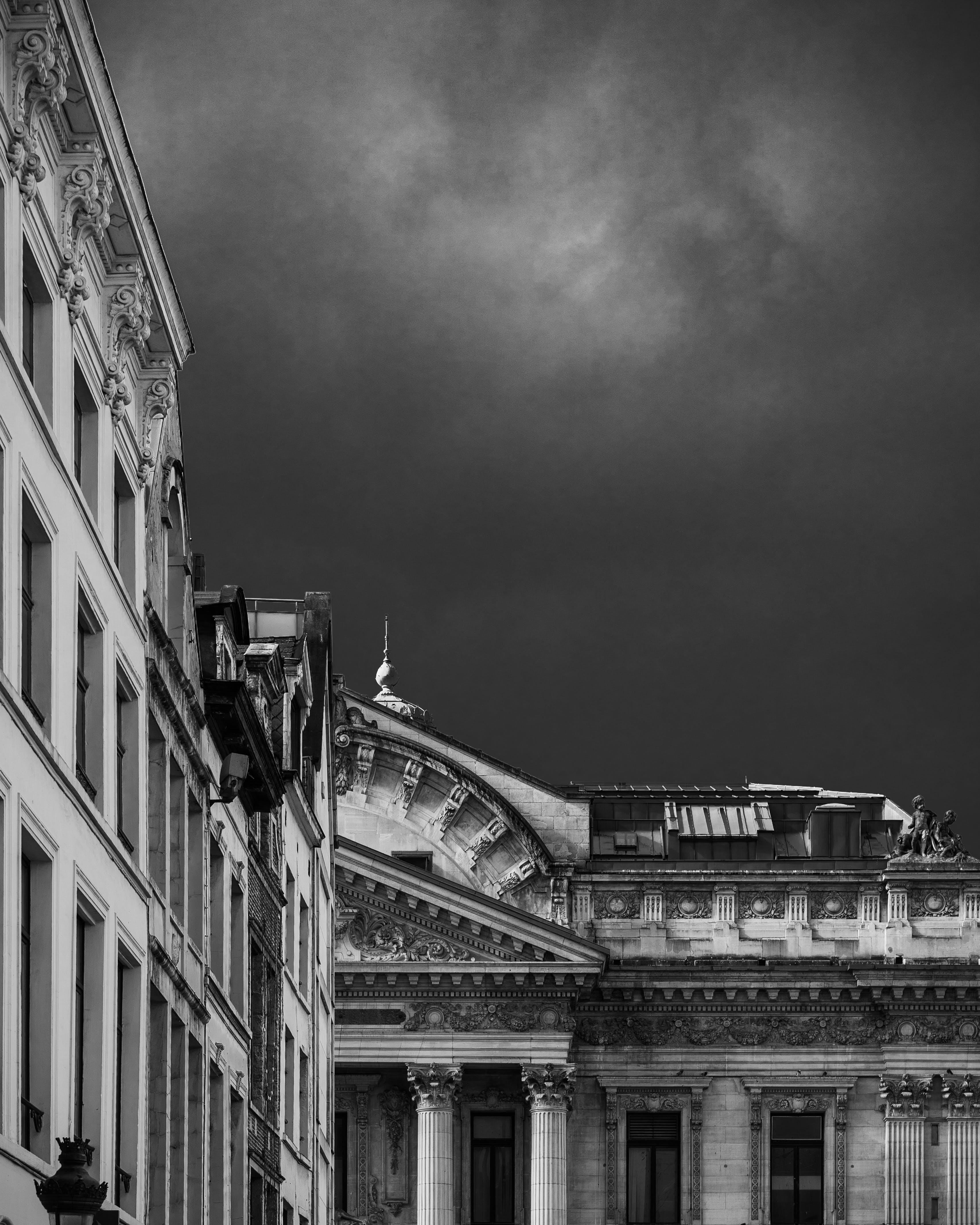 Foto profissional grátis de arquitetura, cidade, construção, escuro