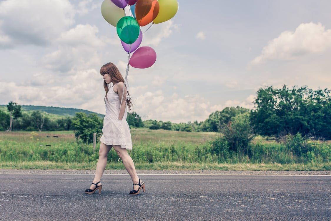 absätze, ballons, bunt