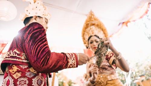 adam, aşındırmak, çift, düğün içeren Ücretsiz stok fotoğraf