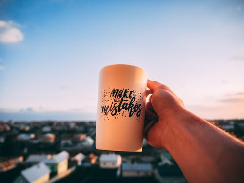 Gratis arkivbilde med drikke, hånd, kaffe, kopp