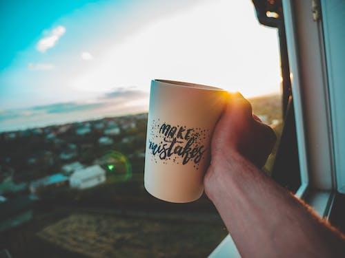 Gratis stockfoto met drank, drinken, hand, koffiemok