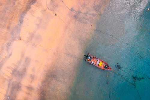 Fotos de stock gratuitas de aéreo, agua, arena, barca
