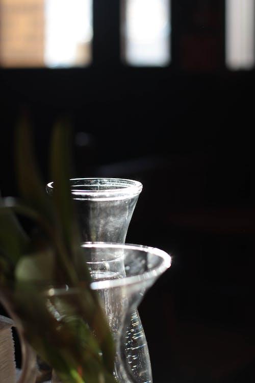kawiarnia, pęcherzyki wody, poranne światło