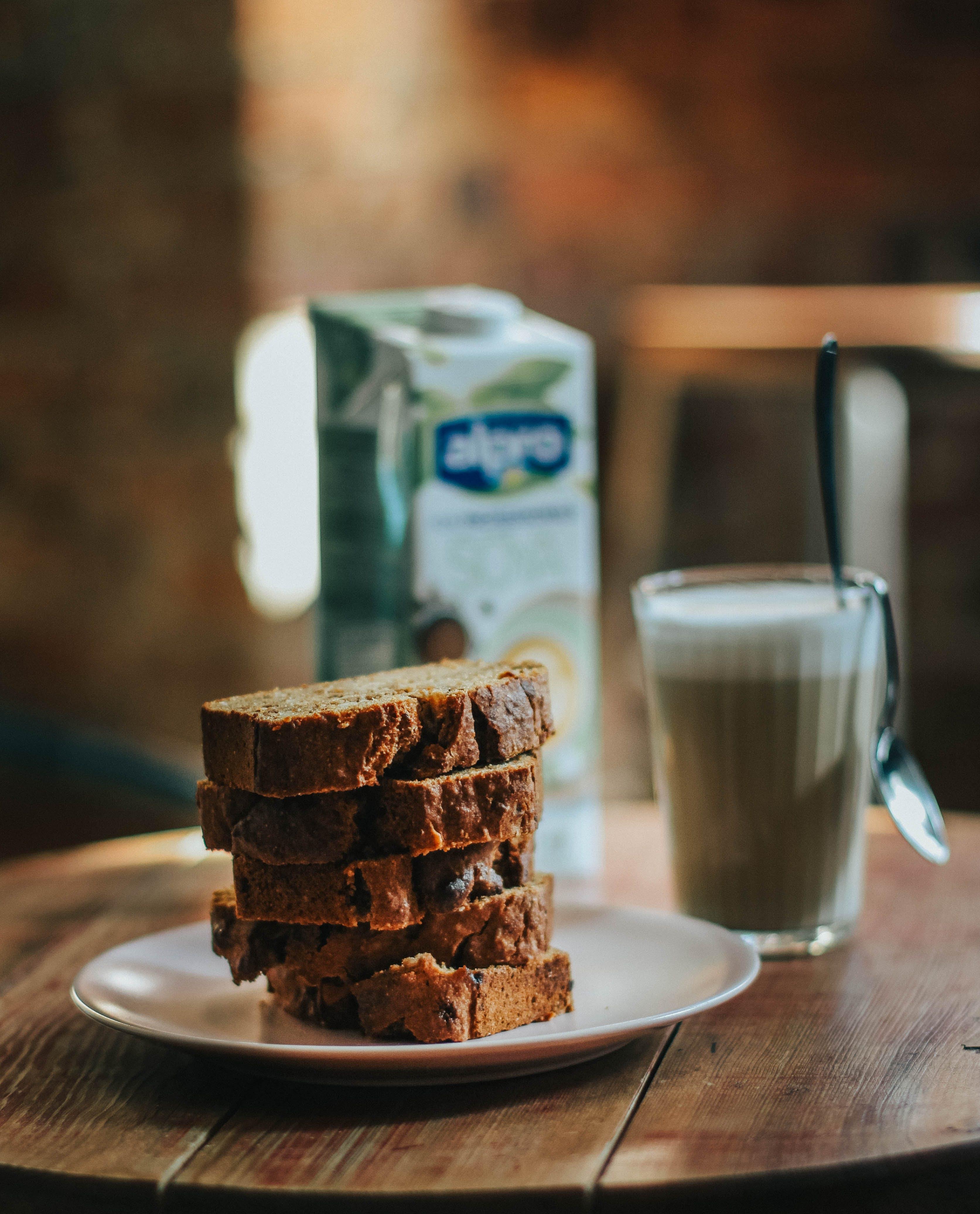 Ingyenes stockfotó banán kenyér, barna, beltéri, csészealj témában
