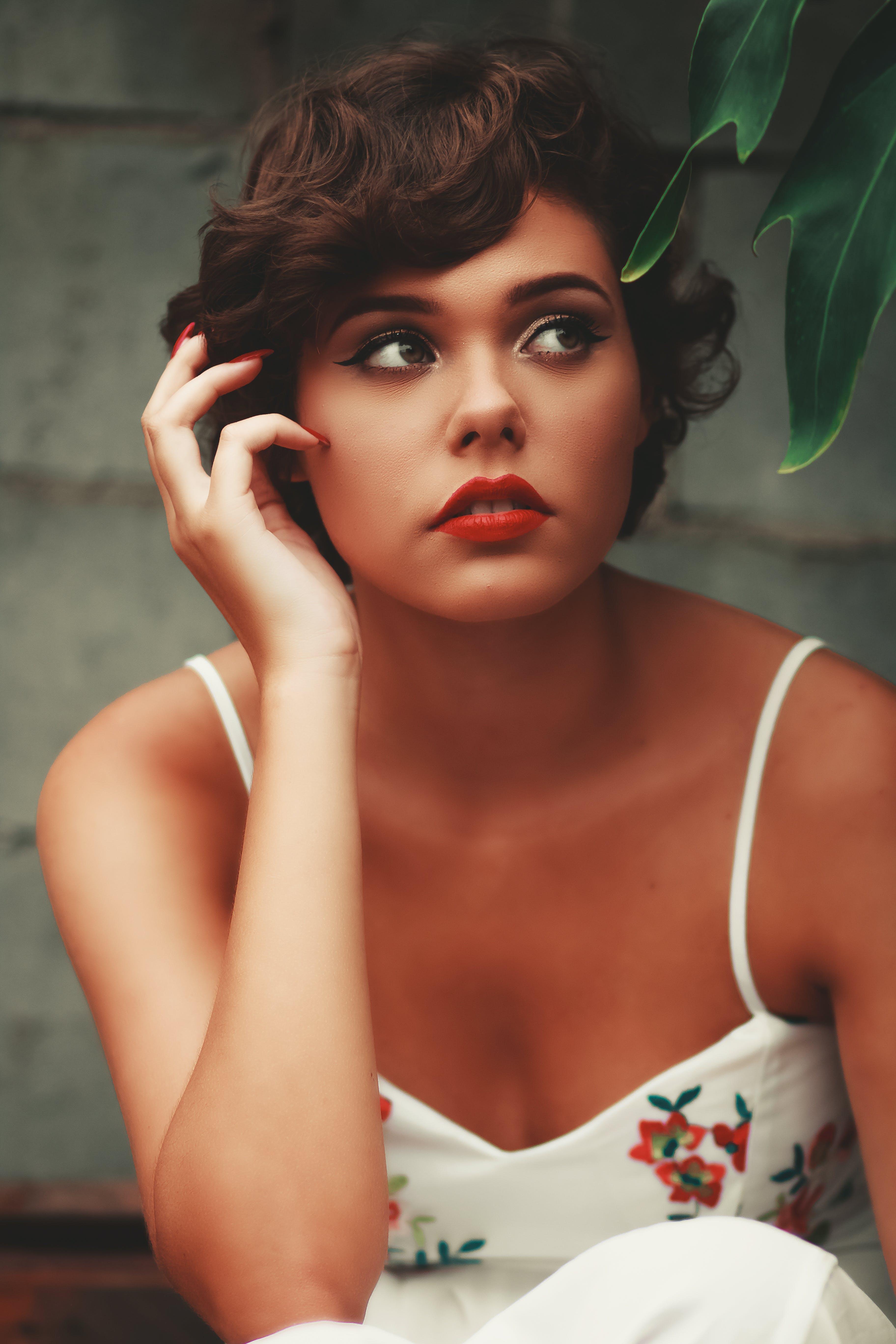 Kostenloses Stock Foto zu attraktiv, augen, brünette, dame