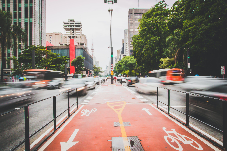 シティ, トラフィック, 乗り物, 交通機関の無料の写真素材
