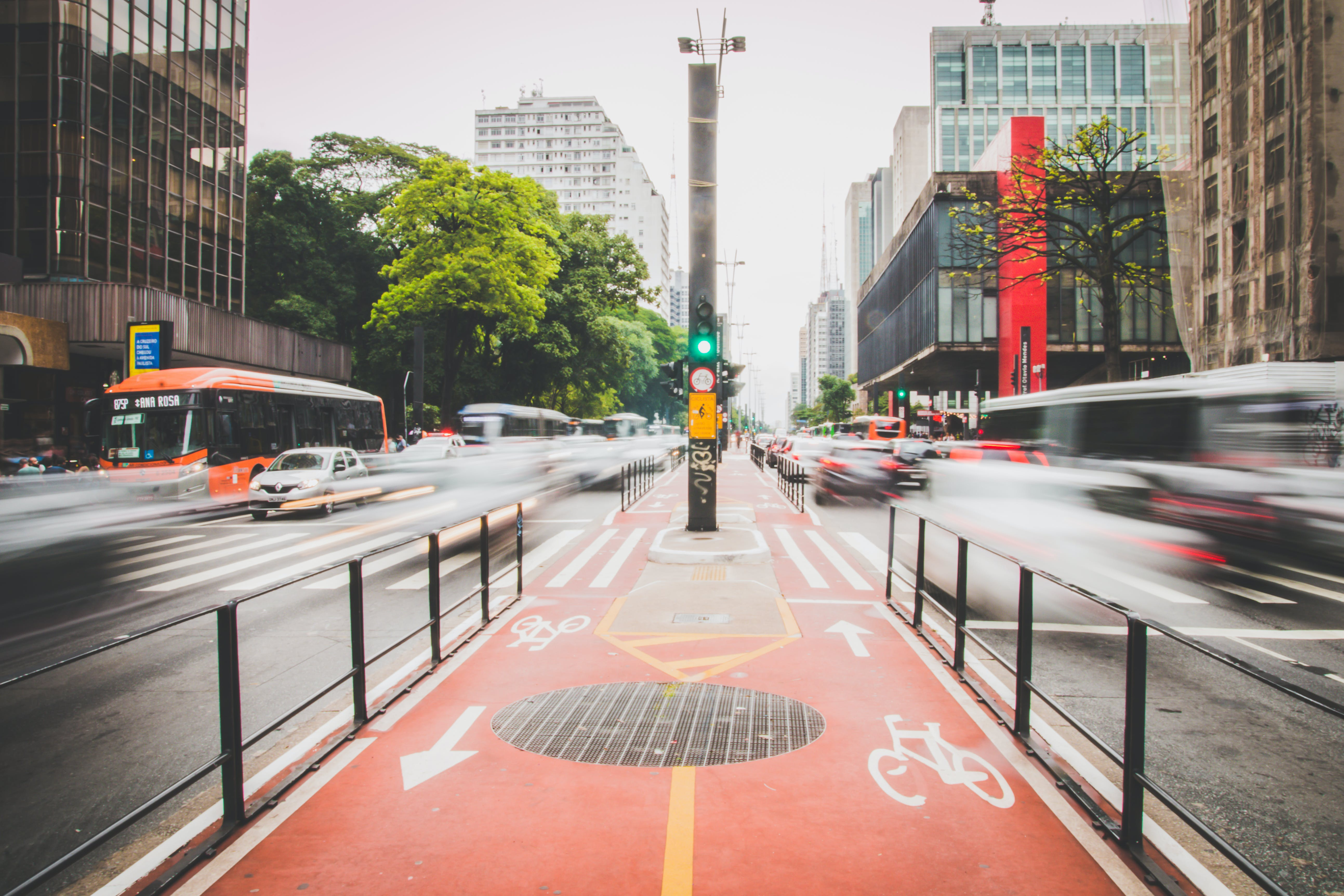 Foto profissional grátis de automóveis, centro da cidade, cidade, espaço de tempo