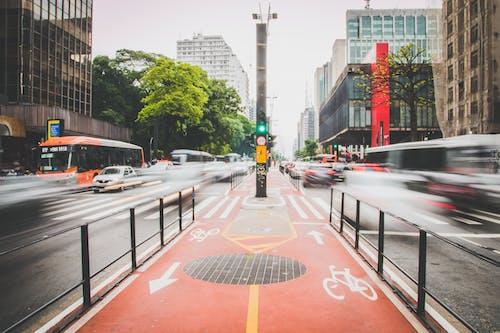 Imagine de stoc gratuită din autoturisme, centrul orașului, drum, expunere lungă
