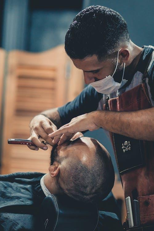 Foto d'estoc gratuïta de barber, barberia, calb, concentració
