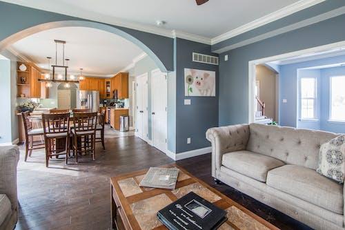 Бесплатное стоковое фото с в помещении, диван, диванная подушка, дизайн интерьера