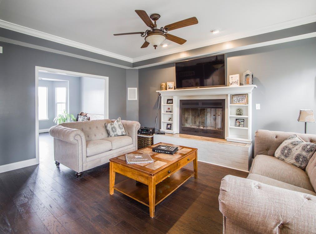 design interiéru, dřevěná podlaha, házet polštáře
