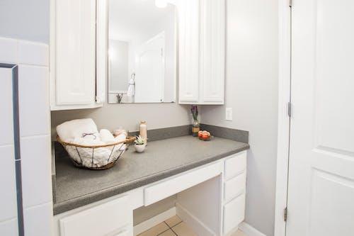 Безкоштовне стокове фото на тему «інтер'єр, віддзеркалення, віддзеркалювати, ванна кімната»