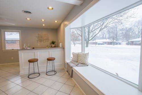 Foto d'estoc gratuïta de cadires, contemporani, disseny d'interiors, llum del dia
