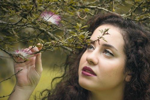 Darmowe zdjęcie z galerii z dziewczyna, kobieta, las, natura