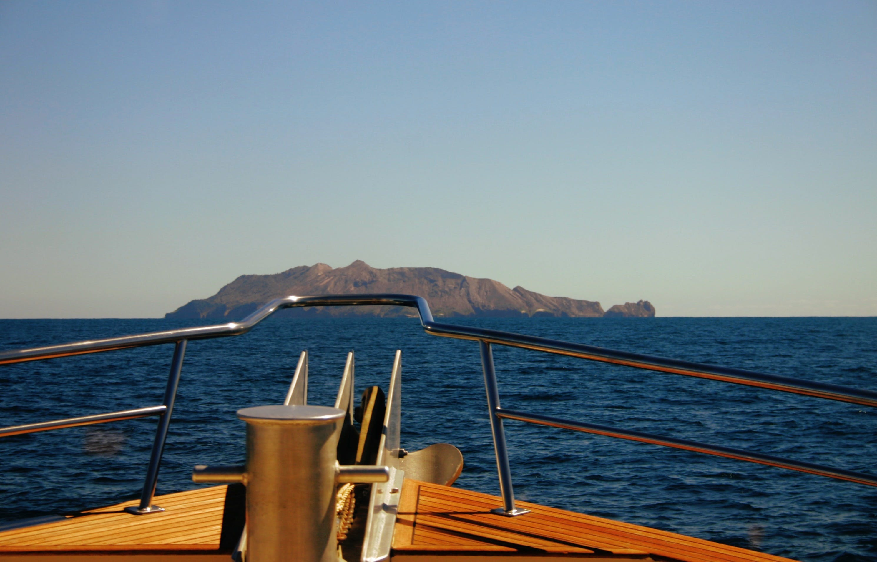Foto profissional grátis de água, barco, beira-mar, embarcação