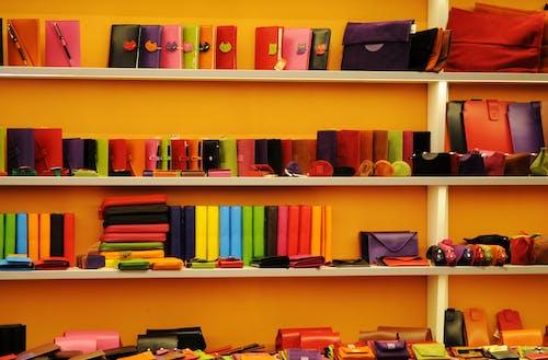 aksesuar, çantalar, cüzdanlar, dükkan içeren Ücretsiz stok fotoğraf