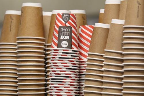 Δωρεάν στοκ φωτογραφιών με κούπα του καφέ, κύπελλο μίας χρήσης, χάρτινα καφέ φλιτζάνια, χαρτοσακούλα καφέ