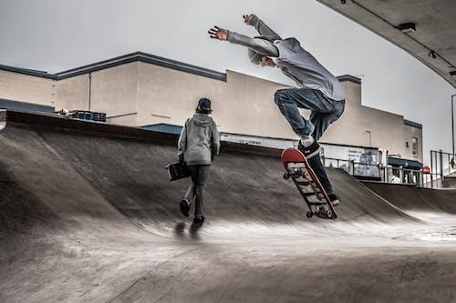 Základová fotografie zdarma na téma akce, bruslaři, jízda na skateboardu, lední bruslení