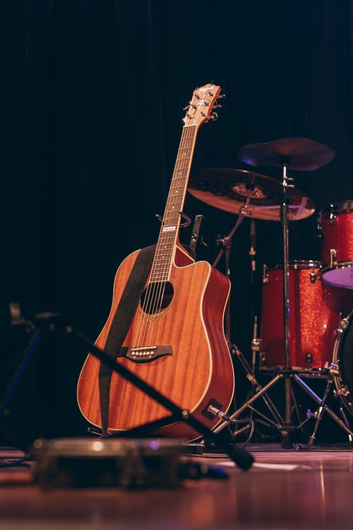 1000 Great Acoustic Guitar Photos Pexels Free Stock Photos