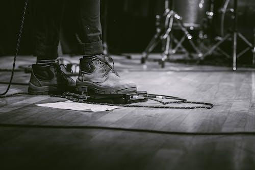 Ilmainen kuvapankkikuva tunnisteilla bootsit, jalkineet, kengät, mustavalkoinen