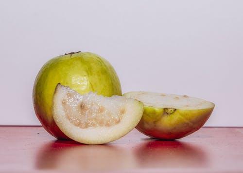 Foto stok gratis berair, buah, buah segar, jambu biji