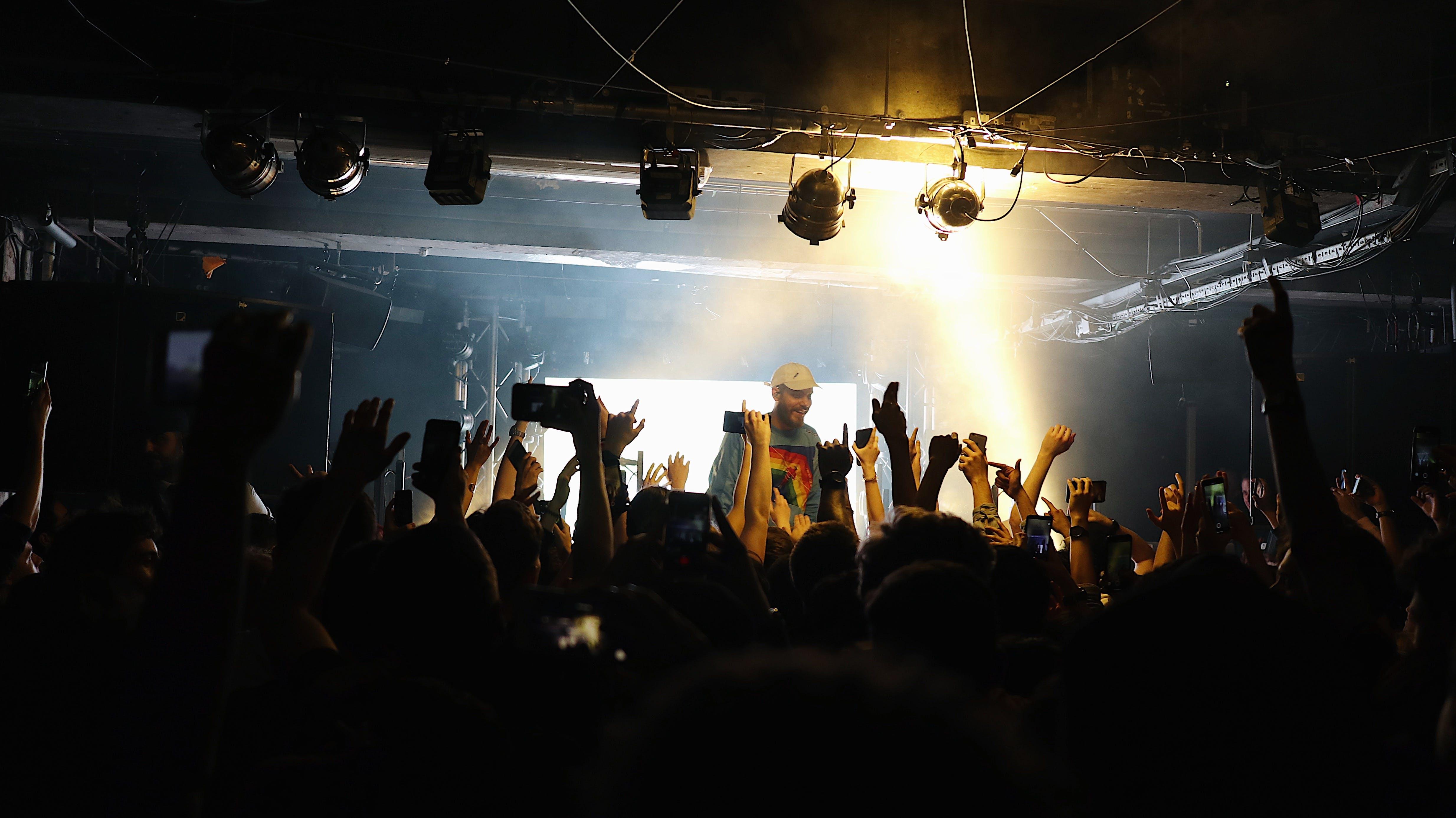 Fotobanka sbezplatnými fotkami na tému hudba, iPhone, kluby, koncert