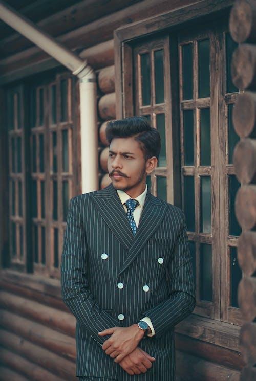 Gratis stockfoto met fotomodel, houding, hout, jongen