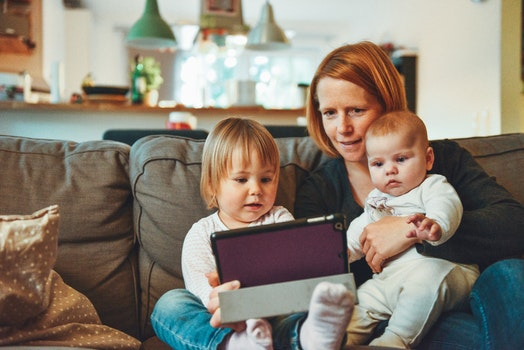 Free stock photo of ipad, kids, baby, couch