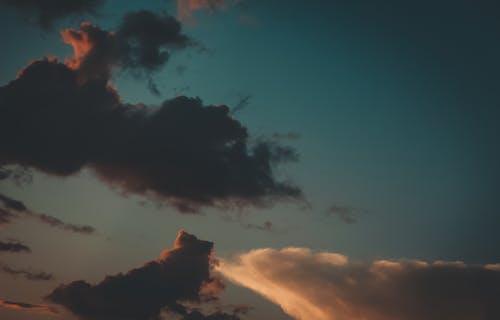 Darmowe zdjęcie z galerii z białe chmury, chmury, powstawanie chmur, złota godzina
