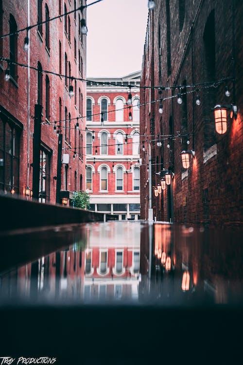 คลังภาพถ่ายฟรี ของ การถ่ายภาพในเมือง, การสะท้อน, ฉากในเมือง, ตรอก