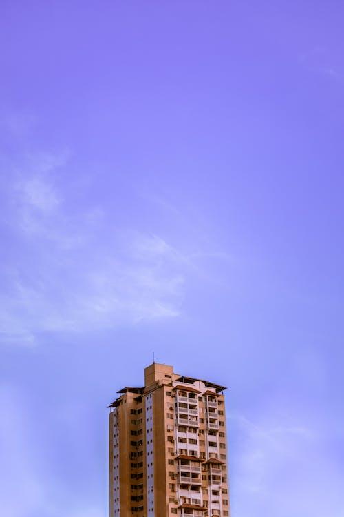 Foto stok gratis Apartemen, Arsitektur, kaki langit, kota