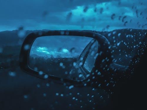 Foto stok gratis biru, hujan, jam biru, mobil