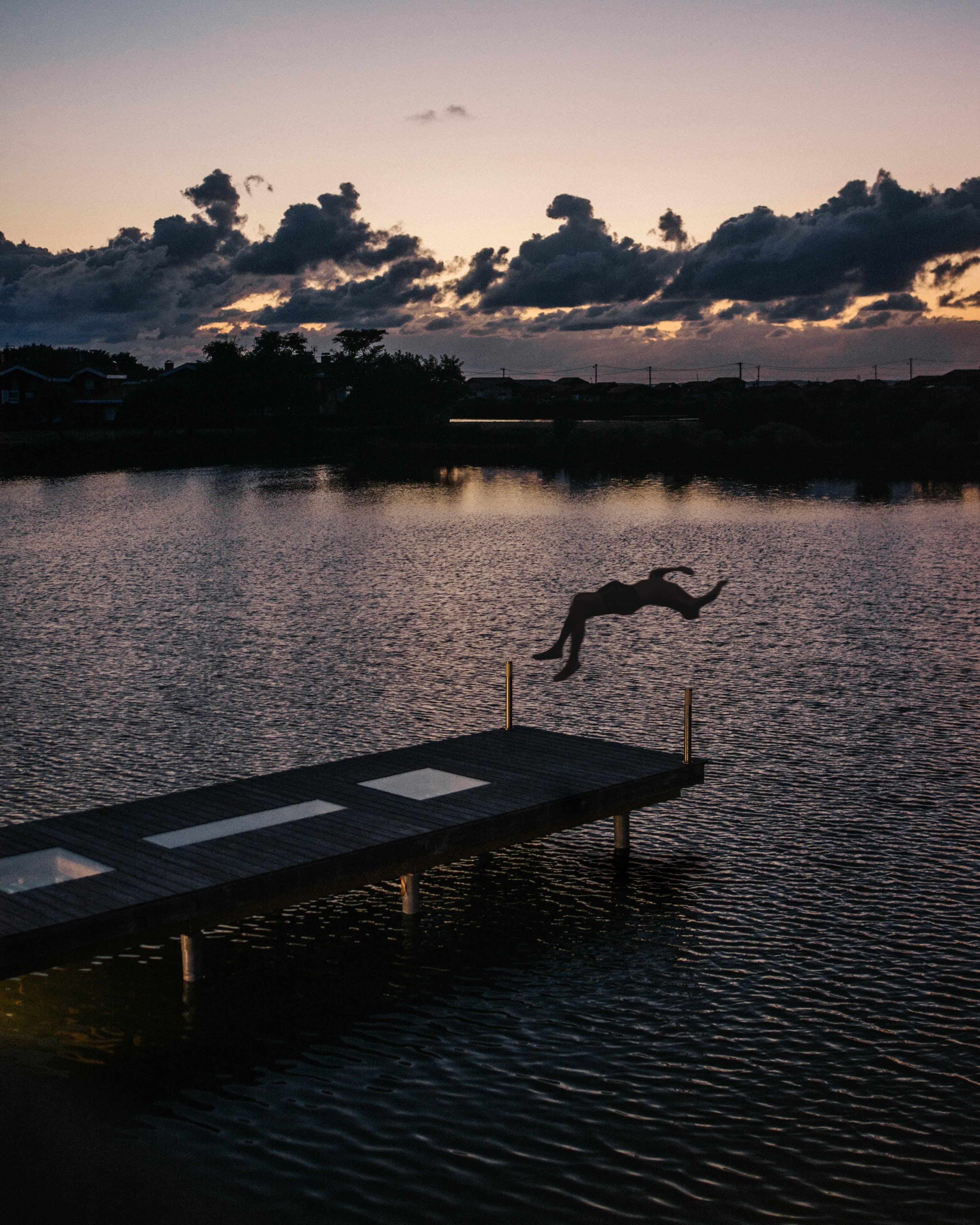 Foto profissional grátis de alvorecer, cais, doca, iluminado por trás