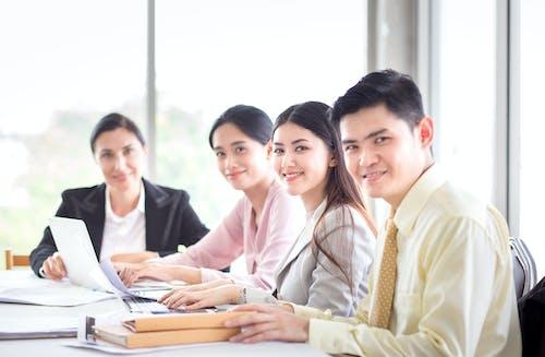 คลังภาพถ่ายฟรี ของ การทำงาน, การทำงานเป็นทีม, การนำเสนอ, การประชุม