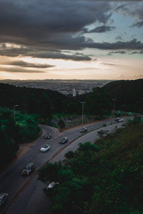 Gratis stockfoto met asfalt, auto's, autorijden, avond